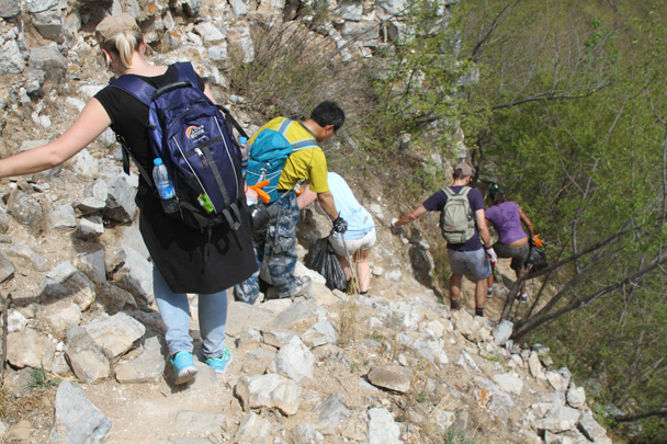 Walking down a steep section - Earth Day Clean Up Hike at Jiankou, 2015/4/25