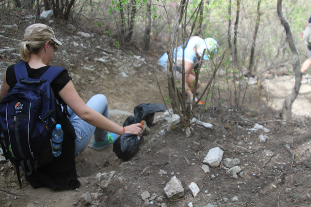 And inching down into a gully - Earth Day Clean Up Hike at Jiankou, 2015/4/25