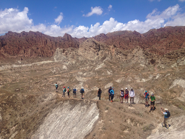 Photo time while walking along a ridge - Zhangye Danxia Landform and Jiayuguan Fortress, 2015/05