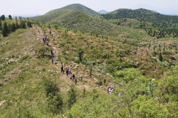 After the treasure hunt we hiked on, heading to the end of the trail - Hike and teambuilding for ThyssenKrupp, 2015/05