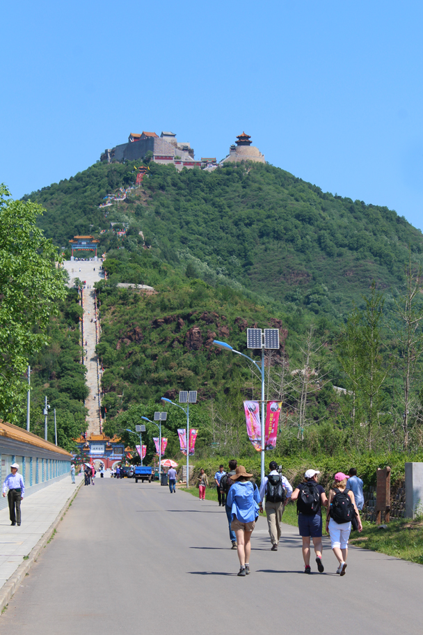 Approaching the start of the climb up to the temples - Yajishan Temple Fair, 2015/05/20