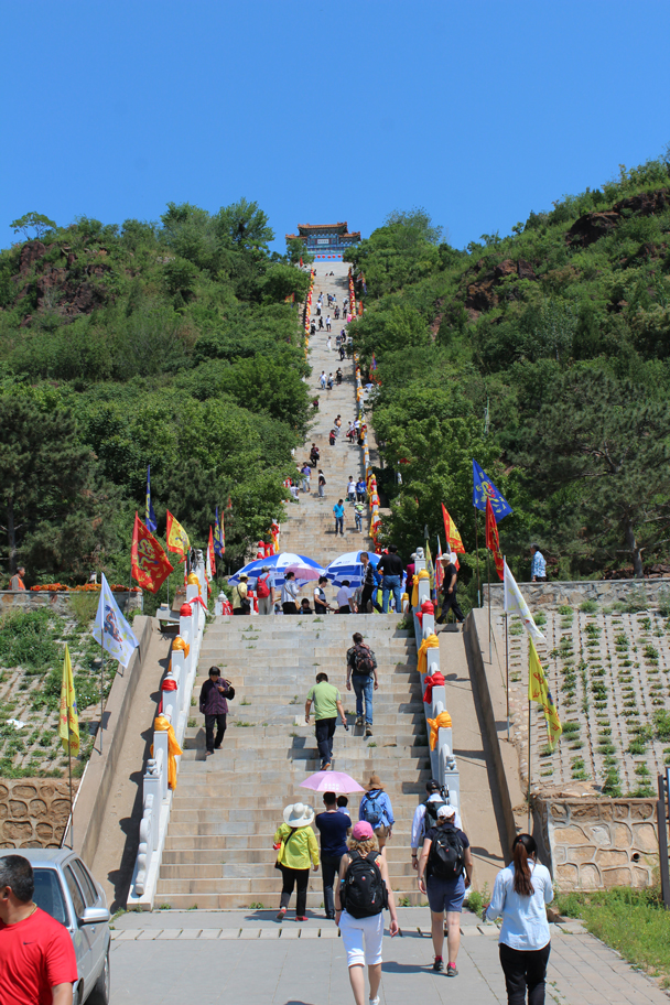 The start of a long climb – and this was just the first set of stairs - Yajishan Temple Fair, 2015/05/20