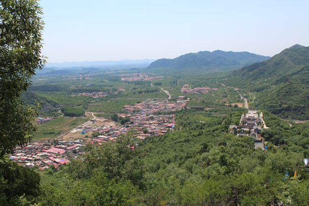 The views got better the higher we went. We started the walk in the village seen below - Yajishan Temple Fair, 2015/05/20