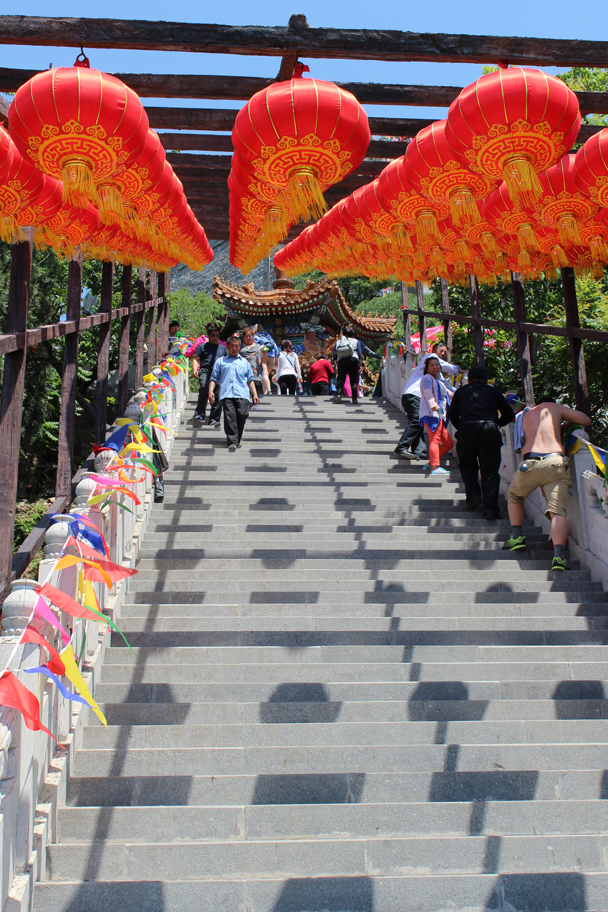 Lanterns line one of the last sets of stairs - Yajishan Temple Fair, 2015/05/20