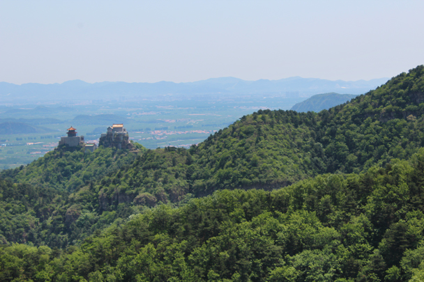 After a short walk into the hills we were able to see the temples from the other side - Yajishan Temple Fair, 2015/05/20