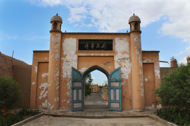 The gates to the mausoleum of the last king - Along the Silk Road from Korla to Kashgar, 2015/06