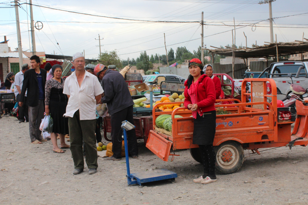 A outdoor fruit market in Kuqa - Along the Silk Road from Korla to Kashgar, 2015/06