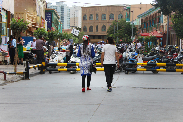 Traditional clothing vs. modern style - Along the Silk Road from Korla to Kashgar, 2015/06