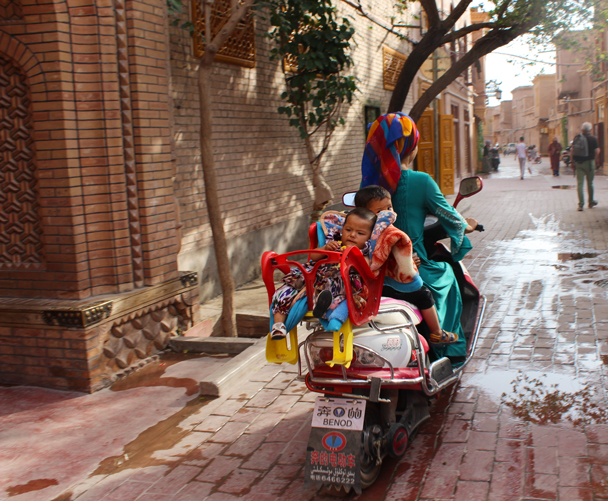 Family scooter - Along the Silk Road from Korla to Kashgar, 2015/06