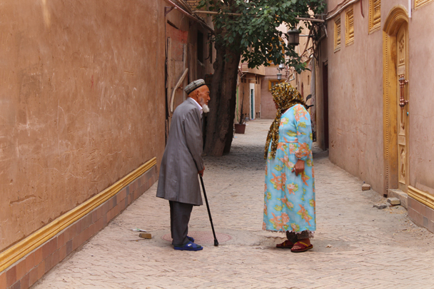 Chatting on the street - Along the Silk Road from Korla to Kashgar, 2015/06
