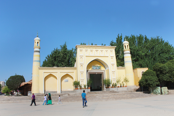 The Id Kar Mosque, biggest in Xinjiang - Along the Silk Road from Korla to Kashgar, 2015/06
