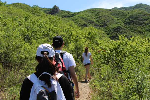 The first part of the hike took us up a valley trail, with no views of the Great Wall just yet - Middle Switchback Great Wall, 2015/06/07