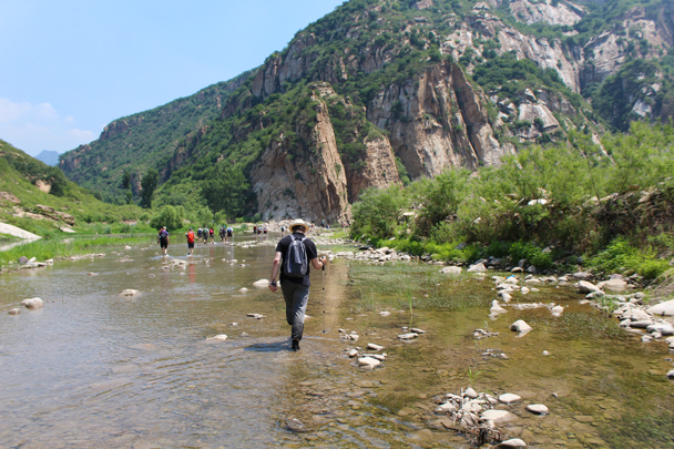 No need to roll up the trousers as they will soon be dry again! - White River hike, 2015/07/05