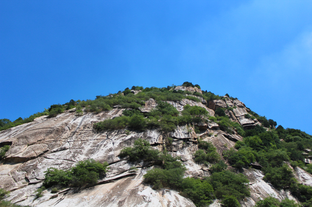 Surrounded by the steep cliffs - White River hike, 2015/07/05