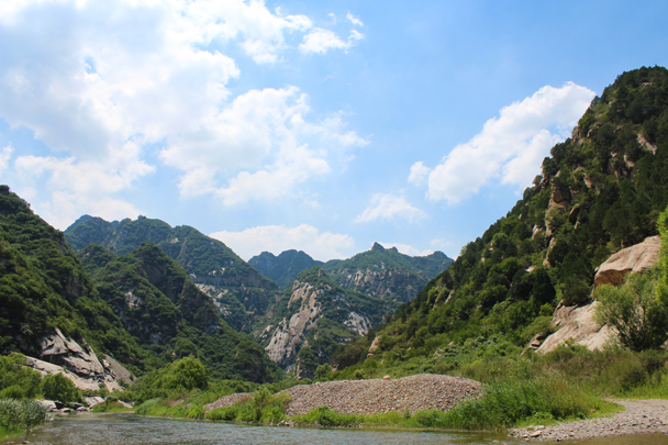 Looking back at the impressive hills we had walked between - White River hike, 2015/07/05