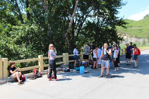 Snacks and drinks in the shade - White River hike, 2015/07/05