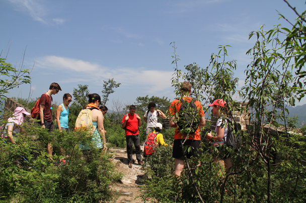 Getting ready to head down a hill trail to finish the hike - Walled Village to the Little West Lake, 2015/08/08