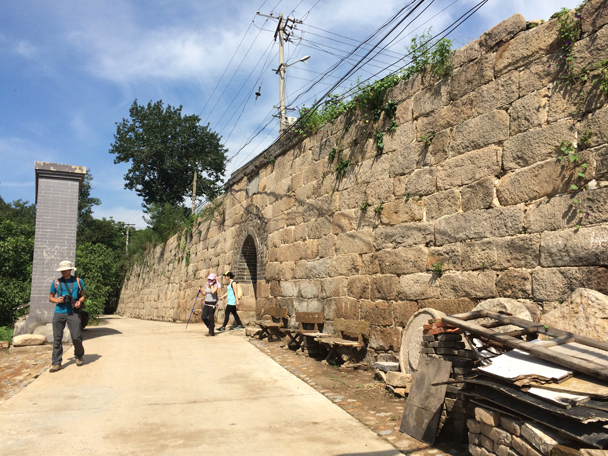 Coming out of the Walled Village - Walled Village to the Little West Lake, 2015/08/08