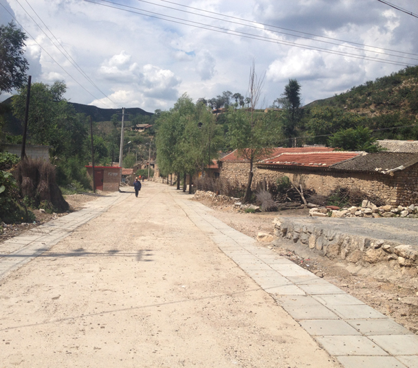 The main street of the village. We spotted Great Wall bricks in the houses on the right side of the lane - Shuitou Village Loop hike, 2015/08/22