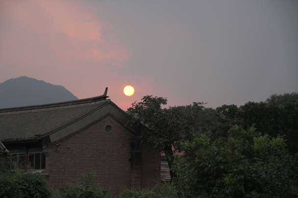 Almost sunset - Full Moon over the Silver Pagodas, 2015/9/29