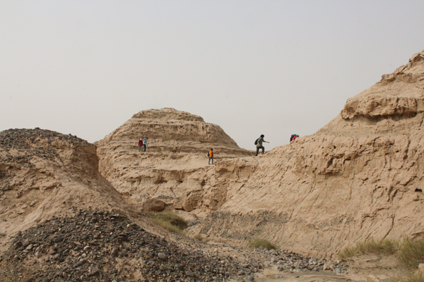 We got deeper into the hills - Along the Silk Road from Korla to Kashgar, 2015/09