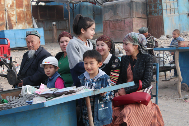 Street scene at the market - Along the Silk Road from Korla to Kashgar, 2015/09