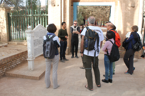 Getting extra information about the tomb - Along the Silk Road from Korla to Kashgar, 2015/09
