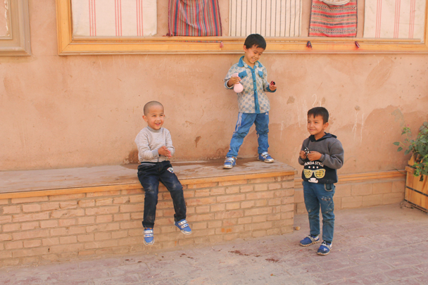 Happy kids - Along the Silk Road from Korla to Kashgar, 2015/09