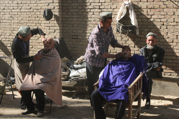 Getting a tidy up - Along the Silk Road from Korla to Kashgar, 2015/09