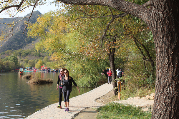 Great views by the water - Longquanyu and Little West Lake Great Wall, 2015/10/24