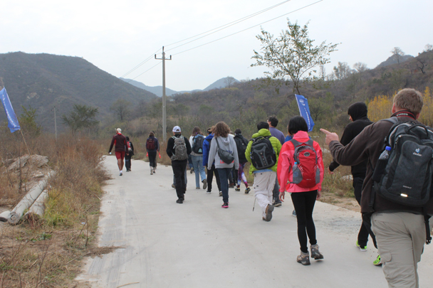 We followed a road further into the hills, an easy warm up for the steep climbs coming - Middle Route of Switchback Great Wall, 2015/10/25