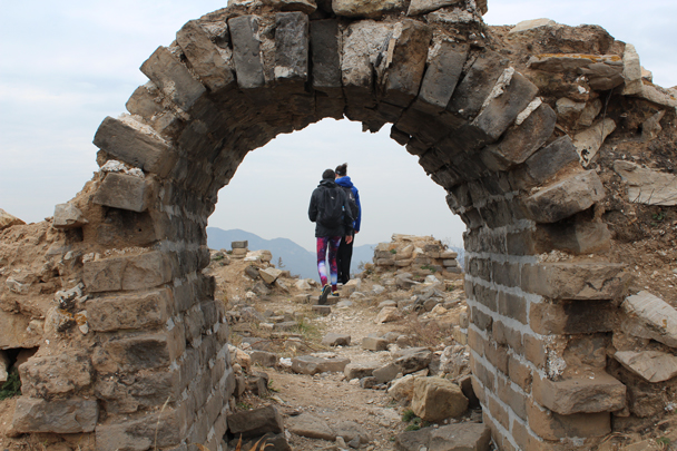 The arched doorway is all that's left of this tower - Middle Route of Switchback Great Wall, 2015/10/25
