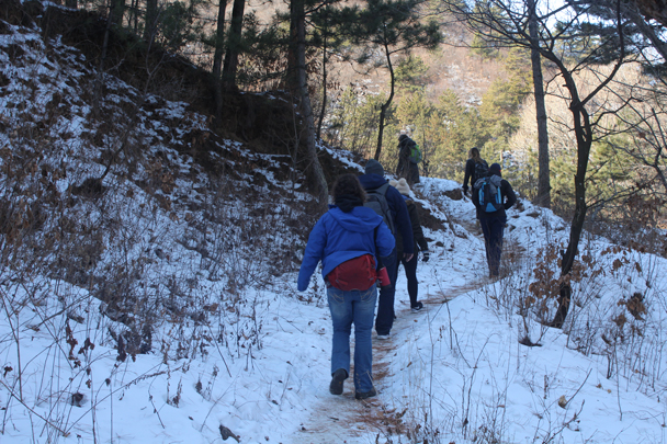 In the shady valleys there was still a lot of snow on the ground - Boxing Day Great Wall hike at Jiankou and Mutianyu, 2015/12/26