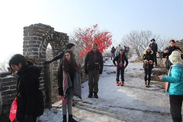 The red ribbons on the tree mark the beginning of the park section at Mutianyu - Boxing Day Great Wall hike at Jiankou and Mutianyu, 2015/12/26