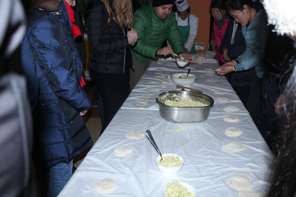 After lunch, we set up the dumpling-making competition - Boxing Day Great Wall hike at Jiankou and Mutianyu, 2015/12/26