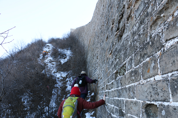 A steep and snowed-over trail beside the Great Wall - Hemp Village to Jinshanling Great Wall, 2016/01/10