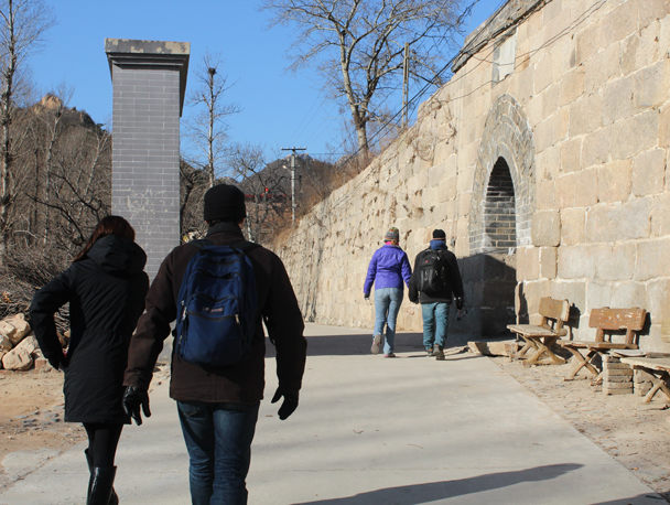 Approaching the big gate of the Ming Dynasty barracks - Walled Village to Huanghuacheng Great Wall, 2016/01/13