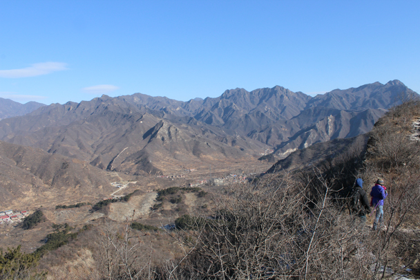 Nice long views on a clear day - Walled Village to Huanghuacheng Great Wall, 2016/01/13