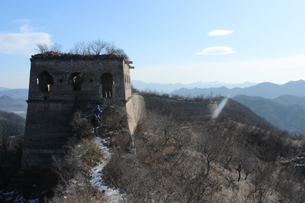 Coming up to a tower - Walled Village to Huanghuacheng Great Wall, 2016/01/13