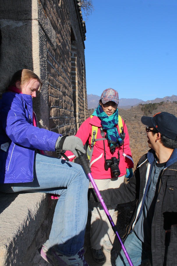 A helping hand down one of the larger steps - Walled Village to Huanghuacheng Great Wall, 2016/01/13