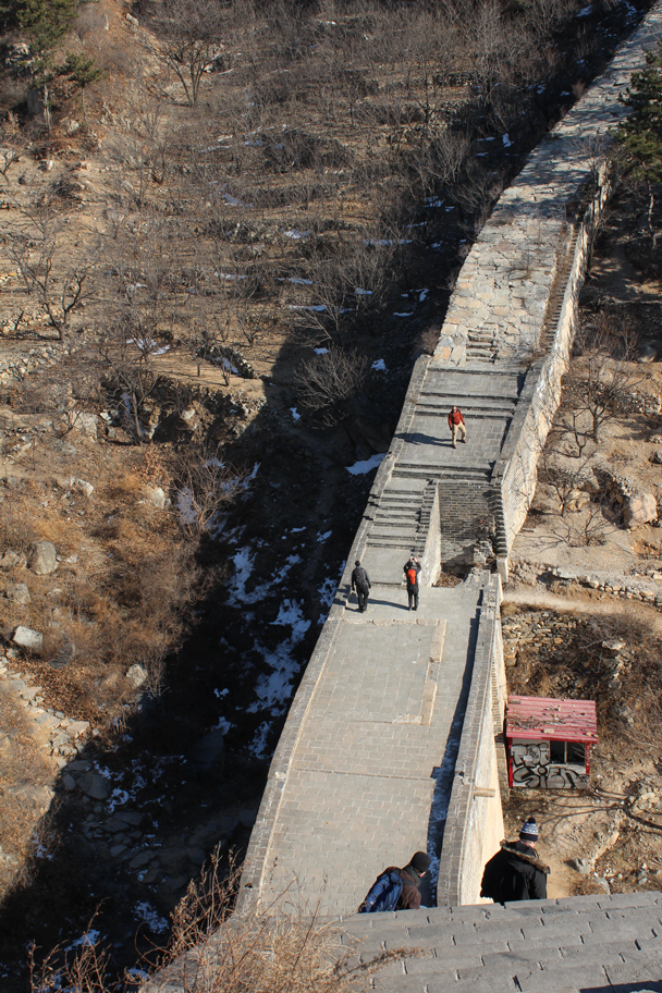 Down below we see the front of our little group - Walled Village to Huanghuacheng Great Wall, 2016/01/13