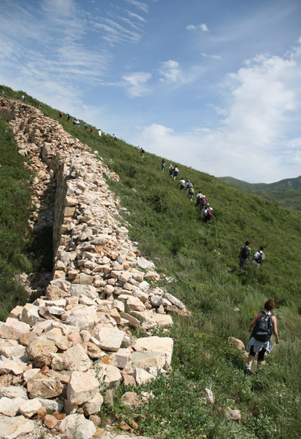 Steep climb beside the wall, Beijing Hikers Yanqing Great Wall and Long Valley City hike, 2009-08-23