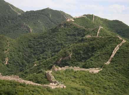 Winding wall and hills, Beijing Hikers Yanqing Great Wall and Long Valley City hike, 2009-08-23