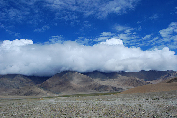 Hidden in the clouds, the peak of Muztagh-Ata, Beijing Hikers Kashgar and Lake Karakul trip 2013/08/20