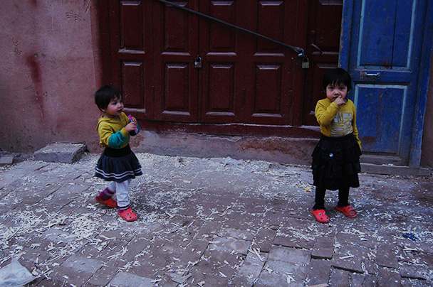 Two sisters running around in the old town, Beijing Hikers Kashgar and Lake Karakul trip 2013/08/20
