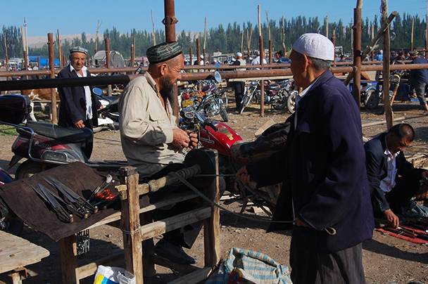 Also for sale: hand-made shearing clippers and knives, Beijing Hikers Kashgar and Lake Karakul trip 2013/08/20
