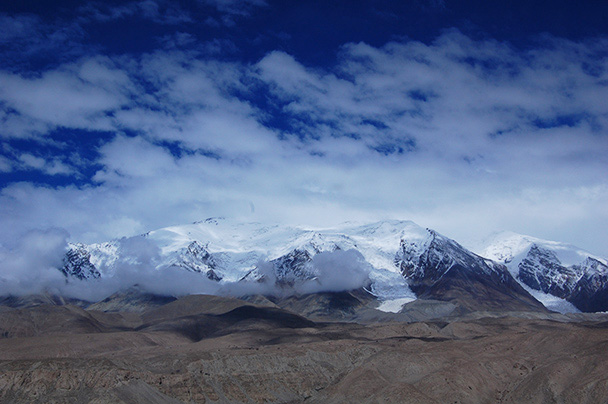 Hidden in the clouds, 7,719m tall Kongur Mountain,Beijing Hikers Kashgar and Lake Karakul trip 2013/08/20